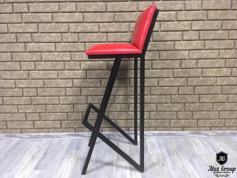 Барный стул со спинкой в кафе ресторан